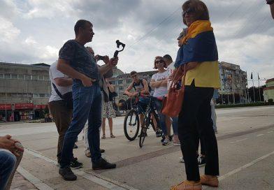 """Activistul Mălin Bot a strâns semnături la Târgoviște pentru inițiativa """"Fără penali în funcții publice"""""""