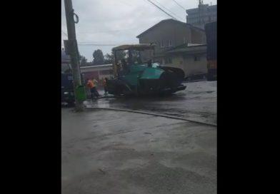 De la cititori: Asfaltare pe ploaie pe Centura Târgoviștei (VIDEO)
