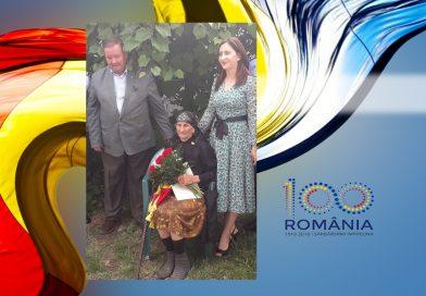 Cele două Românii s-au întâlnit la Găești! Subprefecta județului pozează mândră lângă o bătrână desculță