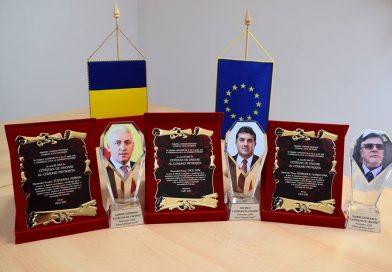 Primarul din Pietroșița și-a acordat titlul de Cetățean de Onoare, după care a plâns la ceremonie prefăcându-se surprins