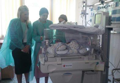 Tenismena Sorana Cîrstea a donat un incubator performant Maternităţii din Târgovişte