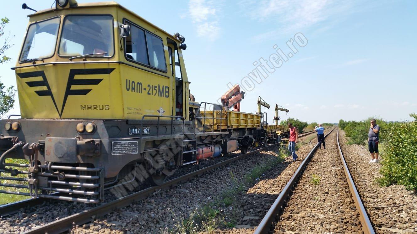 DÂMBOVIȚA: Un utilaj CFR a deraiat! O persoană rănită grav. Mecanicul era băut
