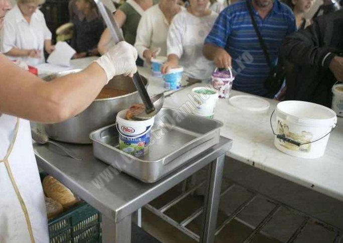 Târgoviște: Bătrânii neajutorați și copiii din familiile defavorizate, beneficiarii principali ai Cantinei de Ajutor Social