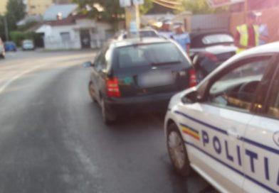 TÂRGOVIȘTE: Băută și fără drept de a conduce, o șoferiță a rănit o persoană și a avariat trei mașini