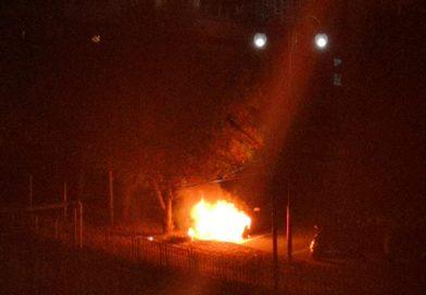 Mașină în flăcări, într-o parcare din centrul municipiului Târgoviște