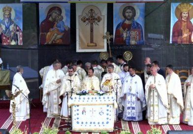 Arhiepiscopului Nifon i s-a făcut rău pe scenă, înainte de a acorda diplome unor politicieni locali