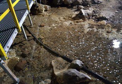 """""""Apa vie"""" din Peștera Ialomiței, otrăvită de turiștii care cred că muntele le va îndeplini dorințe"""