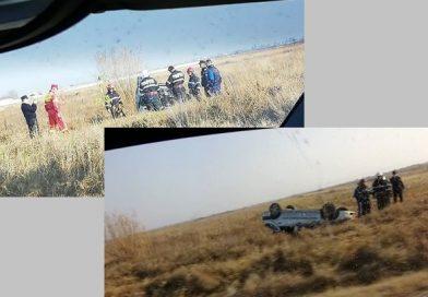 Șofer rănit după ce a ieșit cu mașina de pe DN 71 și s-a răsturnat pe câmp