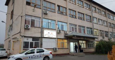 Polițiștii târgovișteni au reținut un bărbat care a abonat, în fals, mai mulți oameni la servicii de telefonie