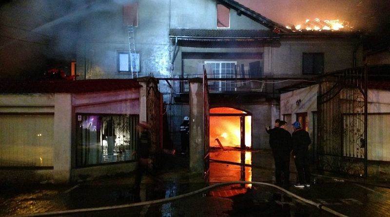 """Dosar penal pentru distrugere în cazul incendiului de la """"Nicu Canapele""""! Ce au aflat pompierii"""