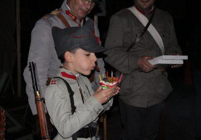 #DÂMBOVIȚA100  – În memoria străbunicului!  Alexandru (8 ani) este gornist al unei Asociații de reconstituire istorică – VIDEO