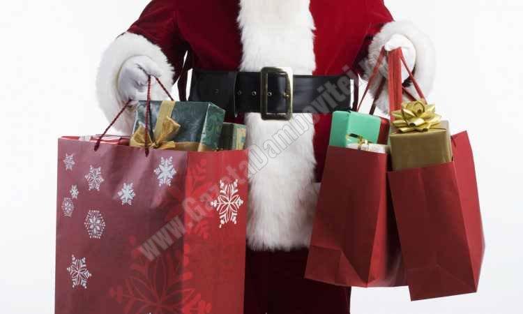 Românii cheltuie între 65 și 80% din ceea ce câștigă în decembrie, pentru sărbătorile de iarnă