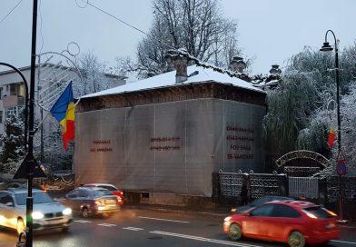 """În ruină din anii 2000, """"Casa Dâmbovițeană"""" a fost vândută și va fi restaurată!"""