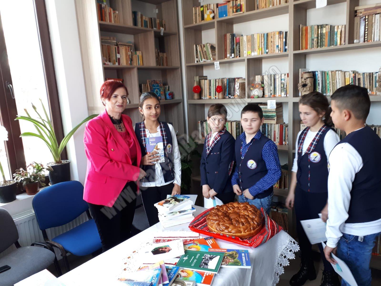 """Agenda parlamentară: Primul Club """"Prietenii cărților"""" pentru elevi, sprijinit de Claudia Gilia (PSD)"""