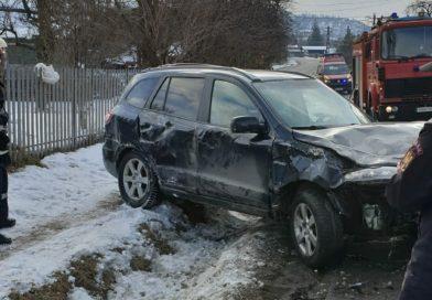 Accident pe DN 71. O șoferiță s-a răsturnat cu mașina