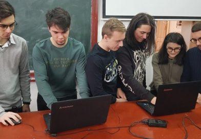 Elevi dâmbovițeni, calificați în finala mondială a unui concurs NASA