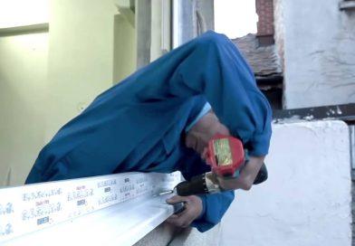 PUCIOASA: Accident de muncă. Un bărbat a căzut în timp ce monta o fereastră
