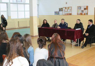 DÂMBOVIȚA: Două persoane private de libertate le-au vorbit elevilor despre cum au ajuns după gratii