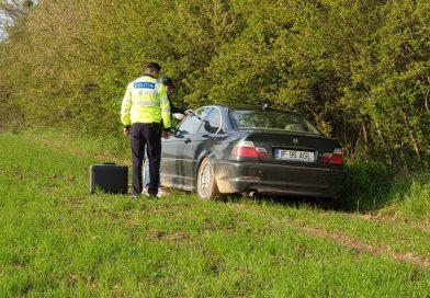 DÂMBOVIȚA: Încă un șofer a fugit de polițiști. Este căutat după ce a abandonat mașina