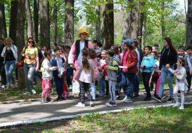 Sute de copii, la a treia ediție a vânătorii de ouă de ciocolată de la Pucioasa