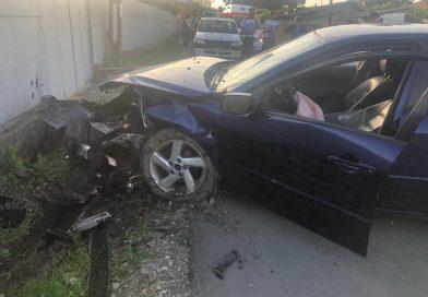 Un autoturism s-a izbit de un cap de pod la Comișani. Șoferul era băut!