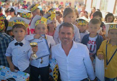 Activități de vacanță, susținute de primar, pentru copiii din Dragodana
