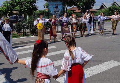 Păzitorii tradițiilor populare din Gura Ocniței și Vulcana Pandele, în vizită la bulgarii târgovișteni