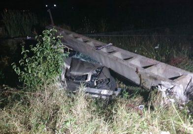 Mașină zdobită de un stâlp. Patru victime