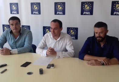 Două noi achiziții liberale: Dan Tache şi Adrian Mihai