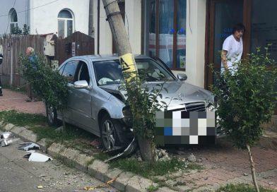 TÂRGOVIȘTE: Șoferul, care s-a izbit cu mașina de un stâlp, consumase droguri