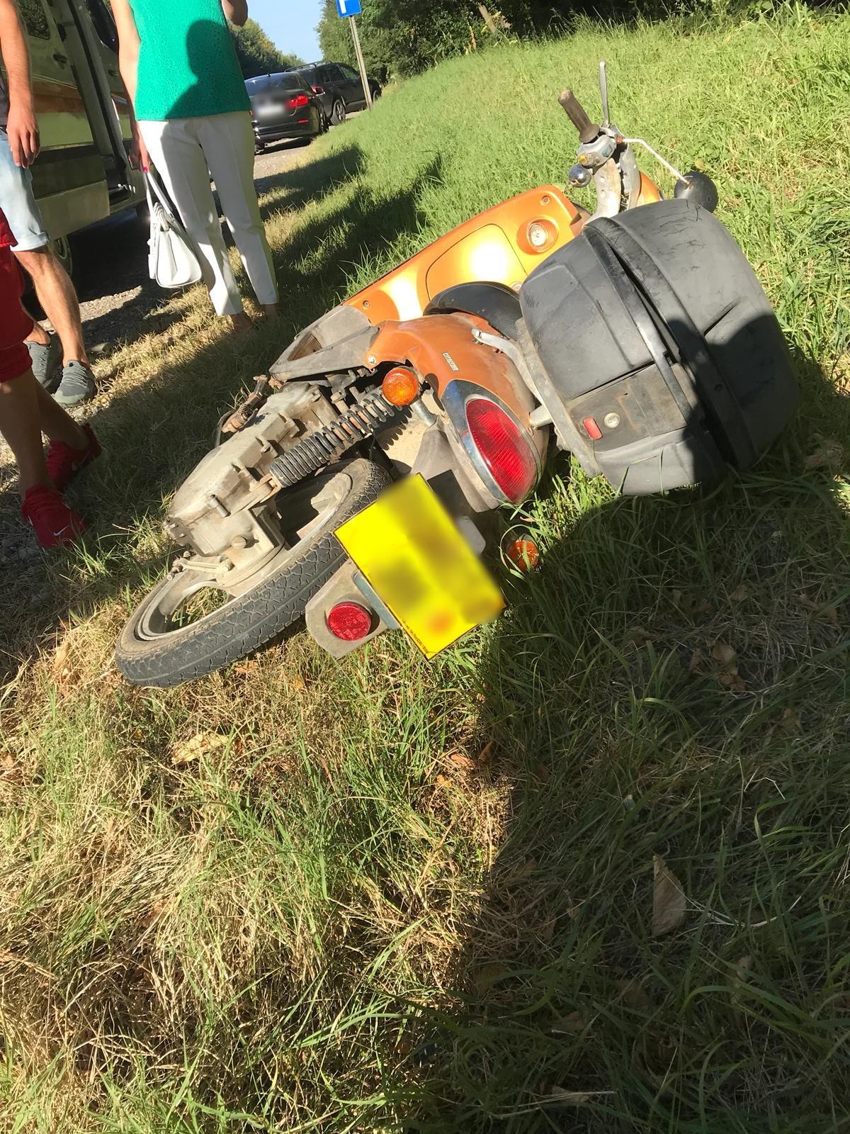 Zonă asigurată în urma unui accident dintre un autoturism și un moped