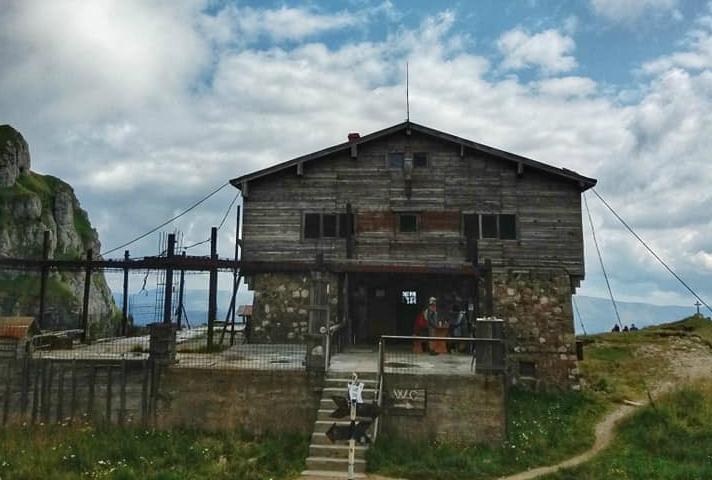 În atenția turiștilor în șlapi! Majoritatea cabanelor montane sunt închise, iar stație de ambulanță nu există!