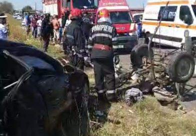 Matraca: Trafic rutier blocat după ce un autoturism a spulberat o căruță