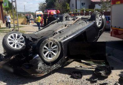 MORENI: Autoturism răsturnat din pricina vitezei excesive