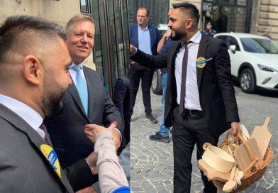 Un tânăr din Ciocănari, prezență inedită în momentul lansării candidaturii lui Iohannis