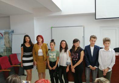 Elevii de 10 la examenele naţionale, premiaţi de Inspectoratul Şcolar Judeţean Dâmboviţa