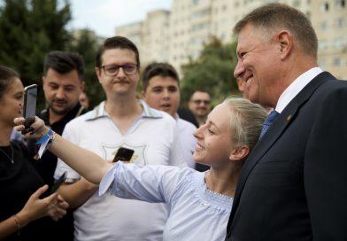 Motivele pentru care românii semnează în număr mare pentrucandidatura lui Iohannis. GALERIE FOTO