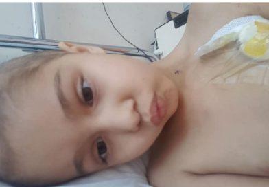 O fetiță de 7 ani din Titu se luptă cu cancerul. Haideți să o ajutăm