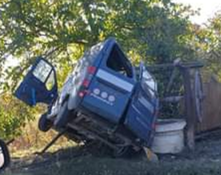 S-a urcat la volan beat, fără permis și a avut viteză. O persoană a fost rănită