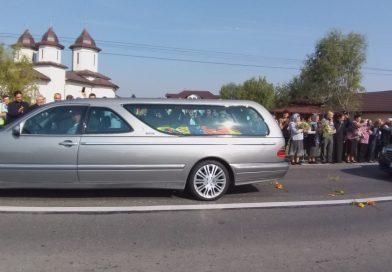 Cortegiul Reginei-mamă Elena a României a fost întâmpinat astăzi de oamenii din Dâmbovița