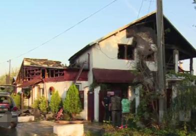 Crevedia: Focul a distrus o locuință și un bar
