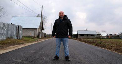 """Primarul din Butimanu, campanie """"door to door"""" pentru a convinge localnicii să se racordeze la gaze"""