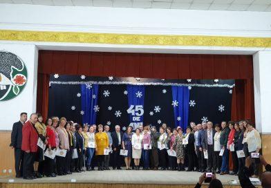 După 45 de ani, maeștrii dansului popular s-au reîntâlnit la Casa de Cultură Găești