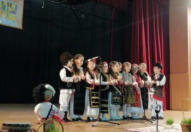 """Copiii din tot județul au participat la Festivalul Concurs Regional de Tradiții """"Mugurii Colindelor"""""""