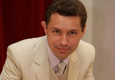 Tableta de duminică: Costinel Ionuț Stănilă – Despre democrație și alte… fumuri