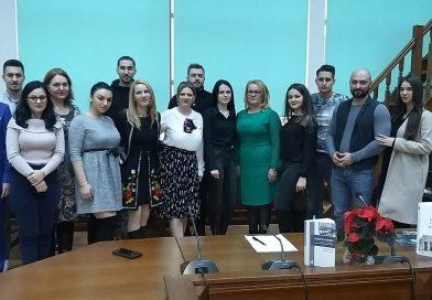 Studenții târgovișteni au marcat 100 de ani de vot masculin universal printr-o dezbatere despre obligativitatea votului