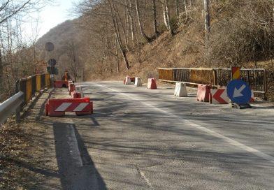 O nouă alunecare de teren s-a activat pe DN 71. Restricții de circulației la Moroieni