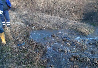 Avarie la conducta principală de distribuţie a apei, la Moreni! A fost oprită furnizarea