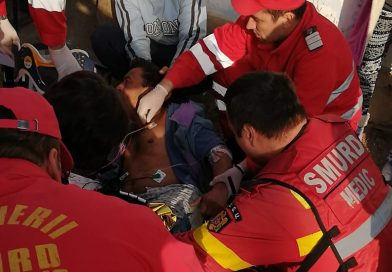 Imagini de la intervenția SMURD de la Niculești. Victima și-a zdobit picioarele de un copac