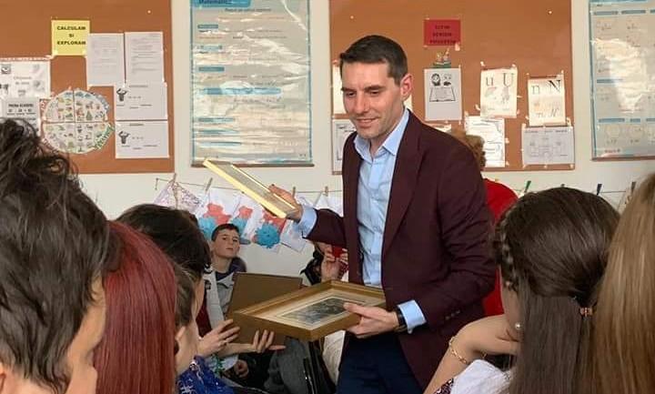 Principele Nicolae al României i-a vizitat pe elevii din Serdanu (Lungulețu)